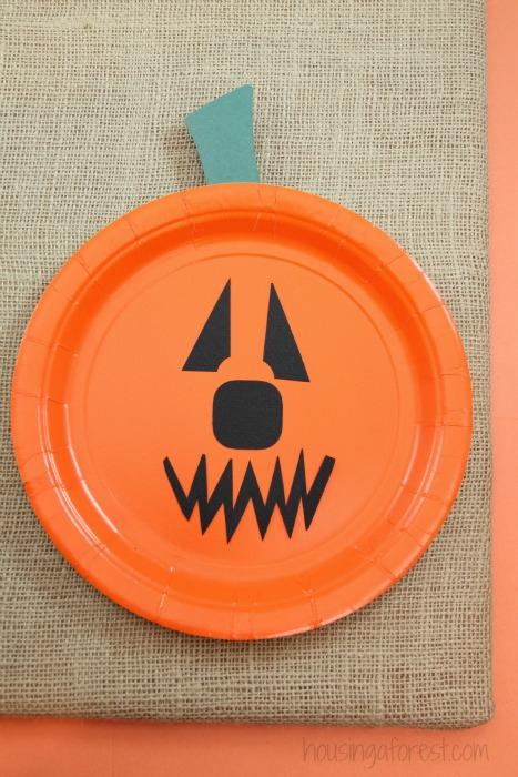 Paper Plate Jackolantern ~ The EASIEST Halloween pumpkin craft for kids & Paper Plate Pumpkins | Housing a Forest