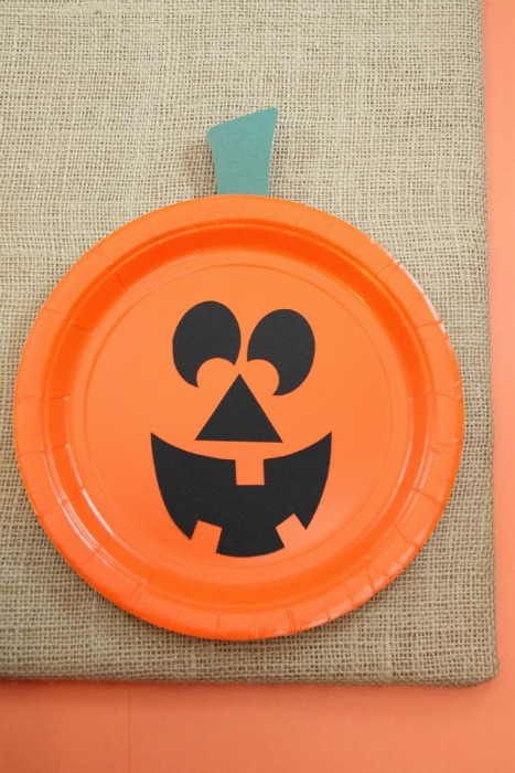 Paper Plate Jackolantern ~ The EASIEST Halloween pumpkin craft for kids : paper plate pumpkins - Pezcame.Com