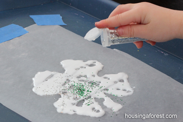 Glitter Shamrock Sun-catchers ~ Easy St Patricks day craft for Toddlers