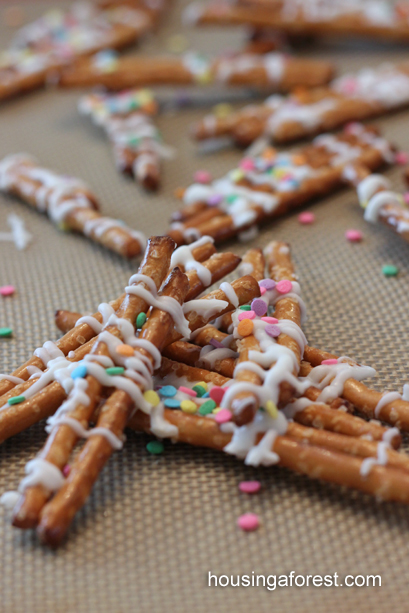 Kids in the kitchen ~ Simple Chocolate Drizzled Pretzel Recipe