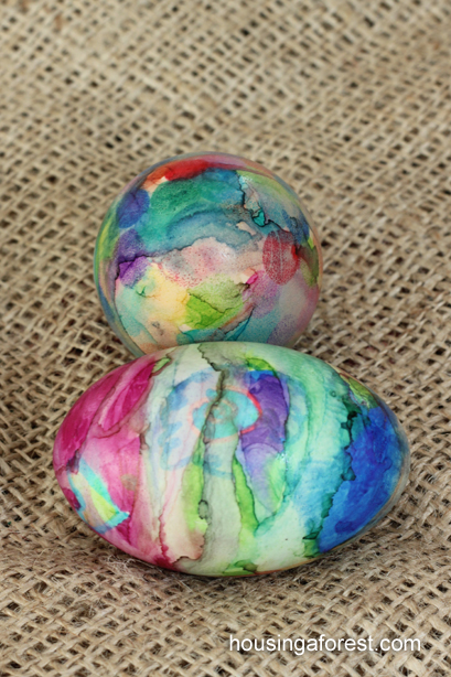 Unique way to Dye Easter Eggs ~ Sharpie Tie Dye