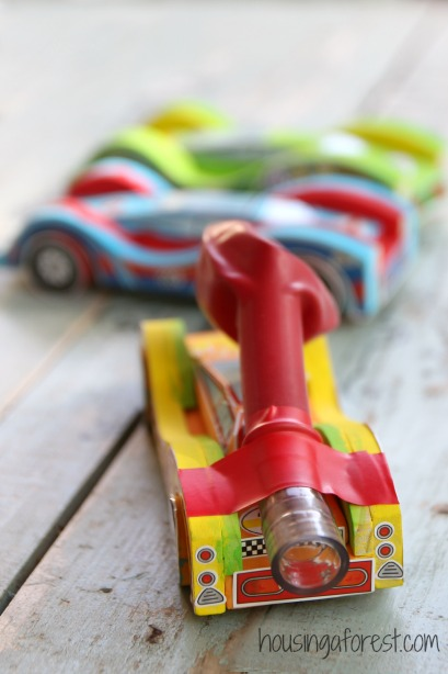 DIY Balloon Powered Wooden Cars ~ simple homemade toy that is so fun!