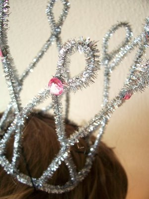 simple DIY Crown ~ Pipe Cleaner Princess Crown