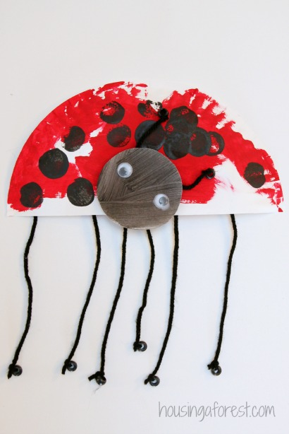Paper Plate Ladybug ~ simple spring kids craft