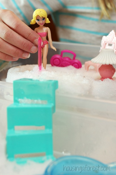 Polly Pocket Snow fort play ~ winter sensory bin