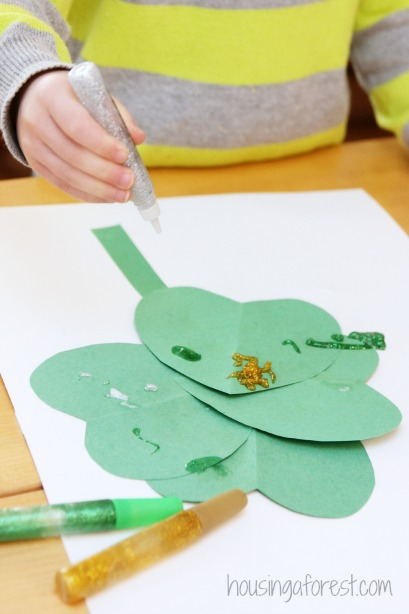Heart Shamrock Craft ~ St Patrick's Day Activity
