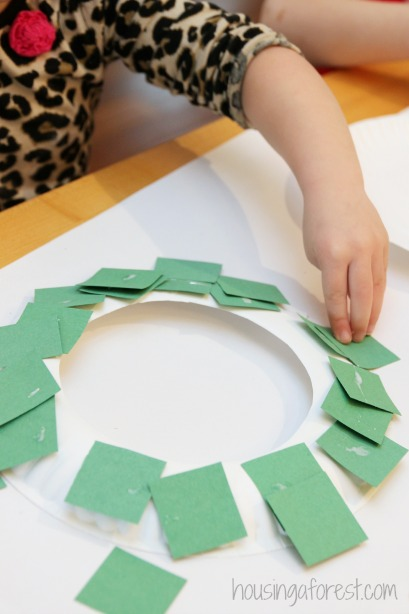 Christmas Craft for Kids: Make a Paper Plate Wreath for the holidays