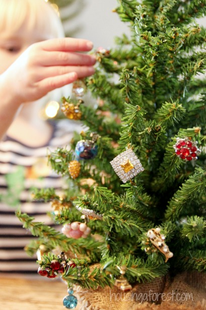 How to Decorate a Christmas Tree with Jewelry | Housing a Forest