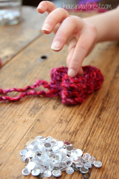 Heart Necklaces ~ Valentine Crafts for Kids