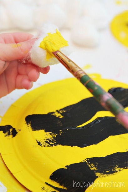 Paper Plate Bumble Bee ~ Easy Preschool Craft