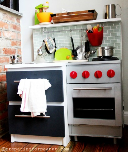 10 diy play kitchen ideas housing a forest for Playroom kitchen ideas