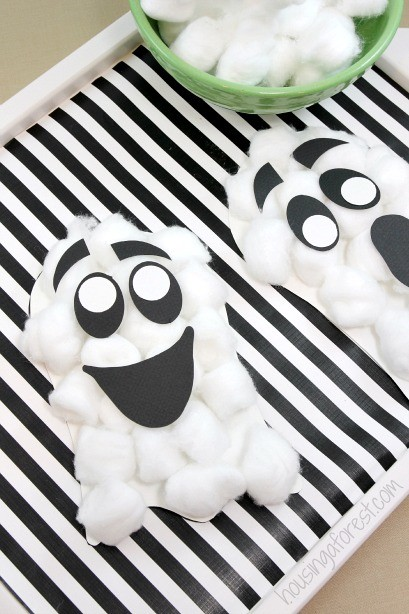 Classic Halloween Craft for toddlers ~ Cotton Ball Ghosts with printable template
