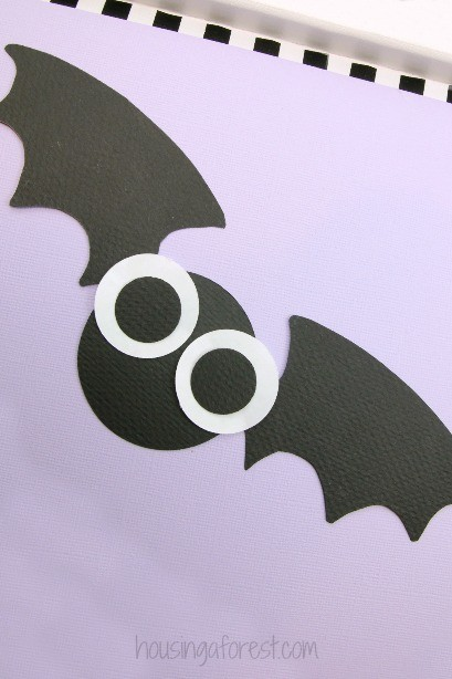 Halloween Decorations your kids can make ~ Bat Craft for Kids with printable PDF