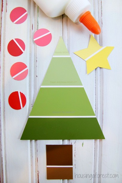 Easy Christmas Craft for Preschoolers ~ Paint Chip Christmas Tree Craft