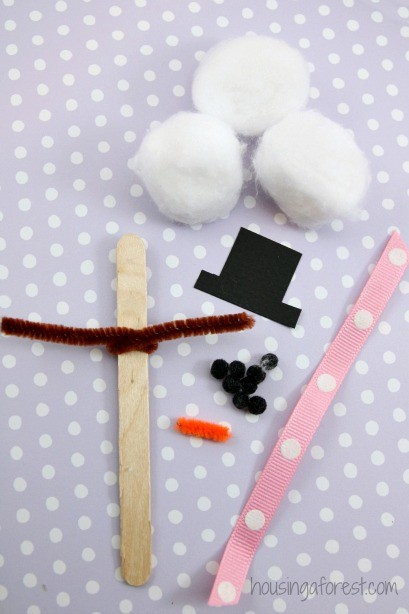 Easy Snowman Craft for Kids ~ Cotton Ball Snowman