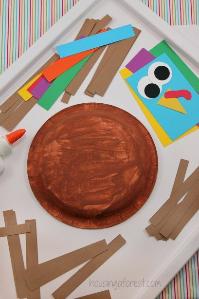 Paper Plate Turkey ~ Thanksgiving craft for kids