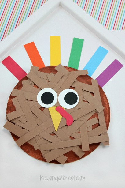 Paper Plate Turkey ~ Thanksgiving craft for kids & Paper Plate Turkey | Housing a Forest